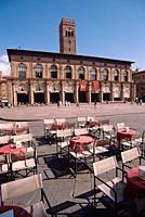 Italy, Emilia Romagna, Bologna, Piazza Maggiore Square, Cafe Tables background Palazzo Del Podesta.