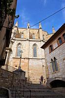 Santa Maria la Major Church. On the right, El Casal dels Josa, archive and museum of Montblanc and its region. Montblanc, Tarragona, Catalonia, Spain,...