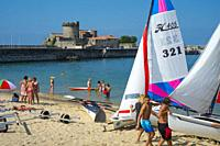 Boats on the beach and fortress. Sokoa. Ciboure. Nouvelle-Aquitaine region. Pyrénées-Atlantiques department, France. Europe.