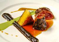 Plato de lomo de ciervo con puré de aceitunas / Plate of venison loin with mashed olives