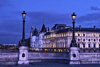France, Paris, Seine river bank, Pont Neuf bridge and Conciergerie.