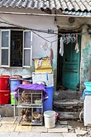 Local house in Hanoi´s old quarter, Hanoi, Vietnam, Asia.