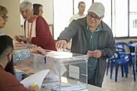 Carcaixent, Valencia, Spain, April 28, 2019. The citizens of Spain exercise their right to Bori by entering the papers at the polls. @salva Garrigues ...