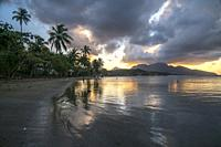 Sonnenuntergang am Strand von Calibishie, Parish Saint Andrew, Dominica, Karibik, Mittelamerika | sunset at the beach in Calibishie, Parish Saint Andr...