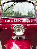 electric tuk-tuk, Bordeaux, Gironde Department, Nouvelle Aquitaine, France.