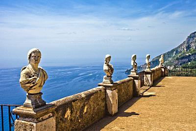 The belvedere, the so-called Terrazzo dell´lnfinito, Villa Cimbrone, Ravello, Amalfi coast, Campania, Italy, Europe.