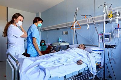 Patient, isolation room, Sterile area, Transplant unit, Hematology, Hospital Donostia, San Sebastian, Gipuzkoa, Basque Country, Spain