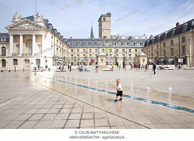 France, Cote d'Or, Dijon, Place de la Liberation Liberation square, Palais des Ducs de Bourgogne Palace of the Dukes of Burgundy, fountain and water jets