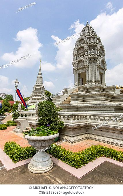 Stupas, chedei, Royal Palace, in the capital city of Phnom Penh, Cambodia, Khmer