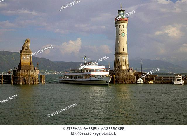 Harbour with lion statue and lighthouse, Lindau, Lake Constance, Germany