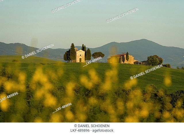 Capella della Madonna di Vitaleta, near Pienza, Val d`Orcia, province of Siena, Tuscany, Italy, UNESCO World Heritage