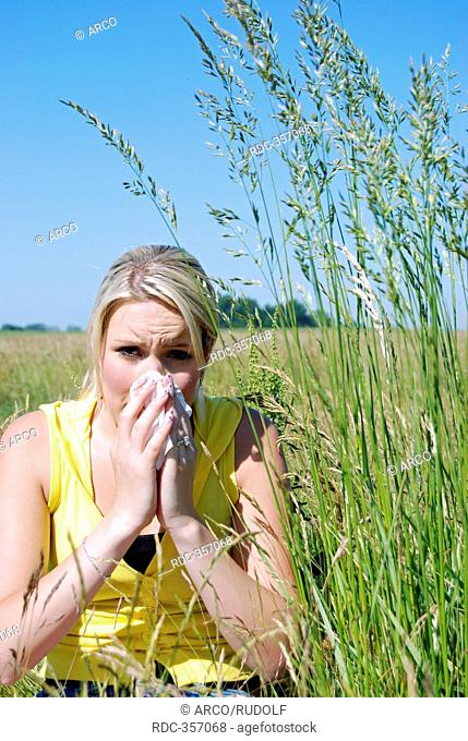 Young woman with hayfever, wiping her nose, hay fever, pollenosis, pollen allergy