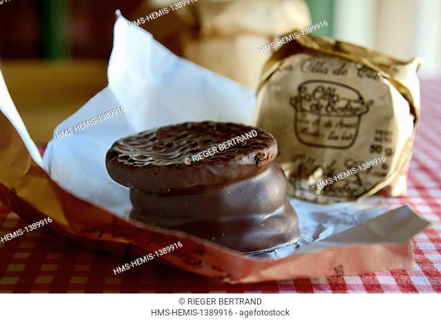Argentina, Buenos Aires Province, San Antonio de Areco, chocolate craftsman La Olla de Cobre, the great Argentine specialty alfajores