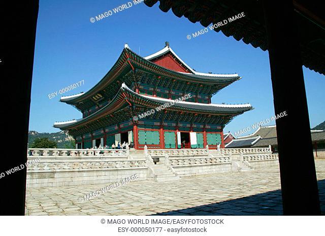 Republic of Korea, Seoul, Gyeongbokgung Palace, view of Geunjeongjeon, the main hall of the royal palace. 2004