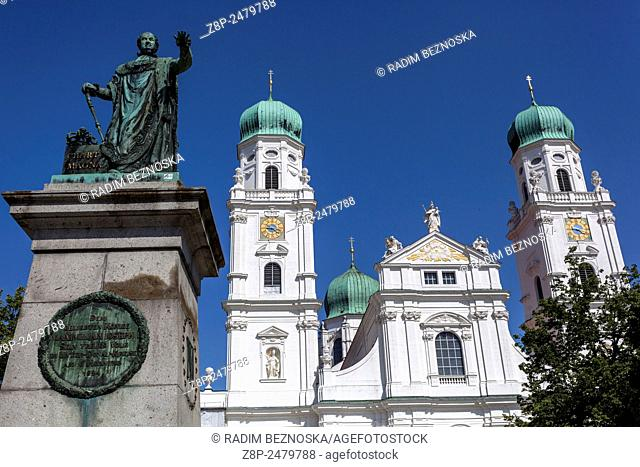 Statue of King Maximilian Joseph I, St. Stephan's Cathedral, Passau, Lower Bavaria, Germany, Europe