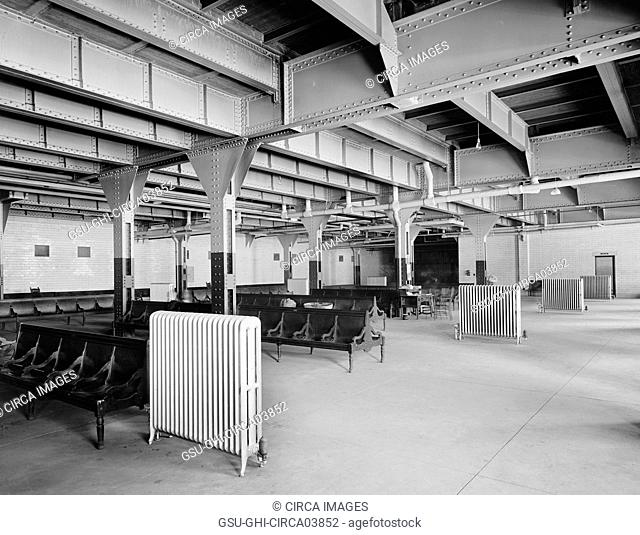 Emigrant's Room, Chicago and North Western Terminal, Chicago, Illinois, USA, Detroit Publishing Company, 1912
