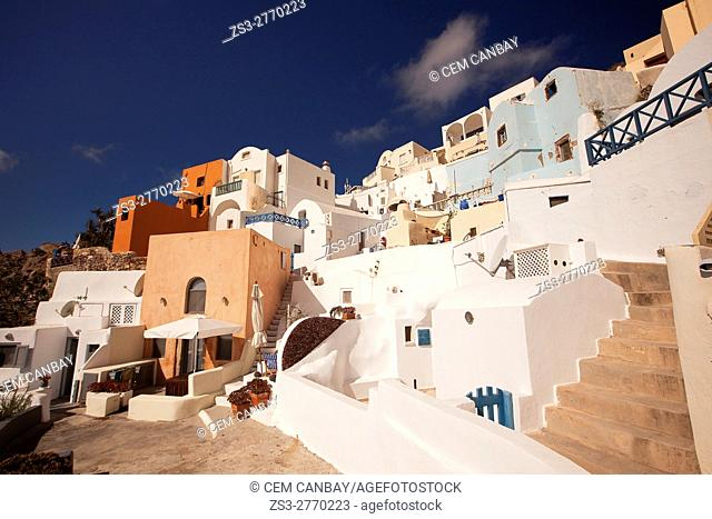 Traditonal Cyclades houses in Oia village, Santorini, Cyclades Islands, Greek Islands, Greece, Europe