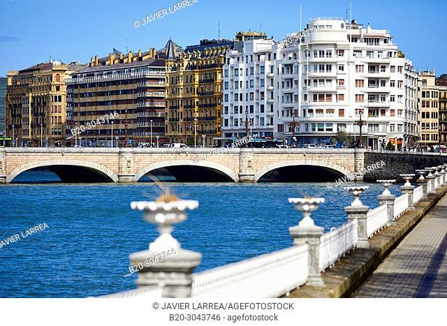 Urumea River, Santa Catalina bridge, Donostia, San Sebastian, Gipuzkoa, Basque Country, Spain, Europe