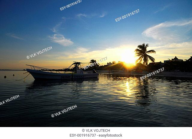Picture of a sunset over the Mahahual beach