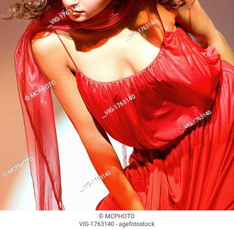 woman wears a red dress - 28/09/2006