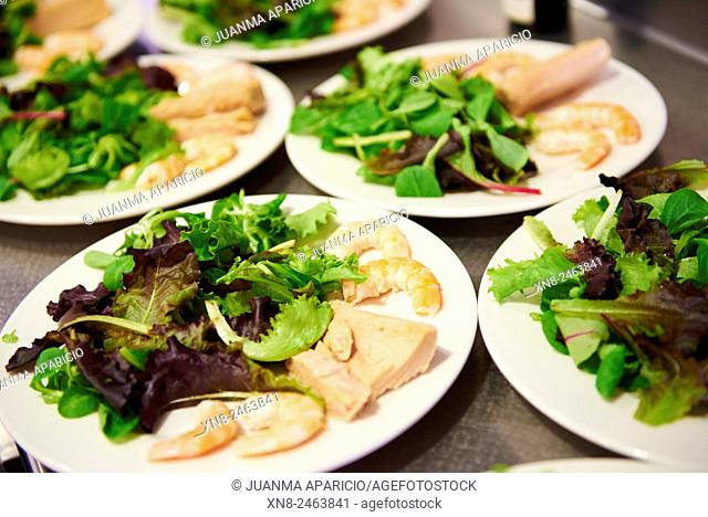 Salad with Prawns and Tuna