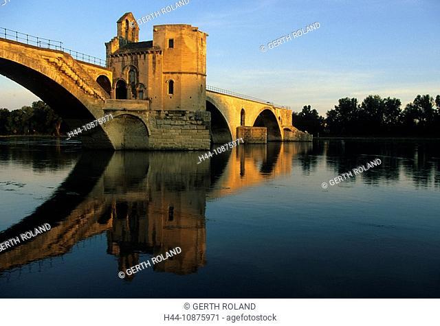 Avignon, France, Provence, Vaucluse, river, flow, Rhône, bridge, Pont St-Bénézet, morning light, reflection