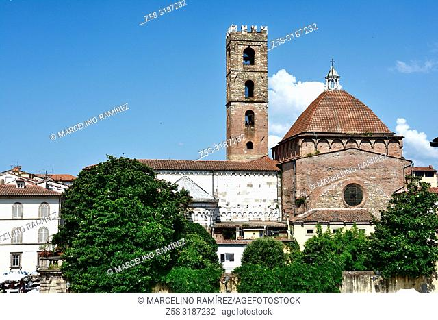 Saint Giovanni church seen from the cathedral. Lucca, Province of Lucca, Tuscany, Italy, Europe