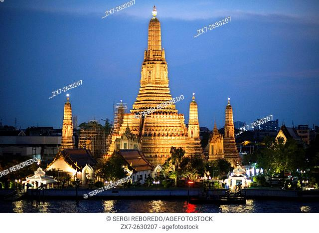 Landscape in sunset of Wat Arun Temple from Chao Praya River from the roof of Sala Rattanakosin Hotel. Bangkok. Thailand. Asia