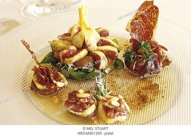 Local delicacy, Corona de Ensalada de Ibérico con Setas Marinadas al Romero, Costa Brava, Catalonia, Spain