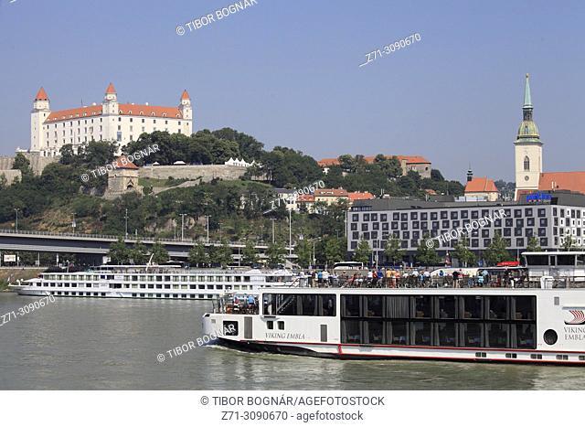 Slovakia, Bratislava, skyline, castle, Danube river, sightseeing ship,