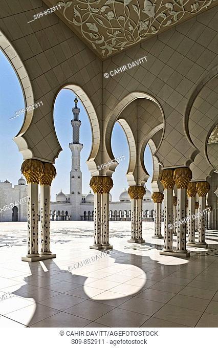 Collonade details and minaret of the Sheikh Zayed bin Sultan Al Nahjan Mosque, Grand Mosque, Abu Dhabi, United Arab Emirates, Asia