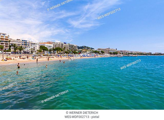 France, Cote d'Azur, Cannes, tourists on beach