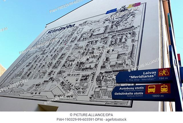 07 July 2018, Lithuania, Klaipeda: A large-format, painted, historical city map on a house facade in the old town. Photo: Holger Hollemann/dpa