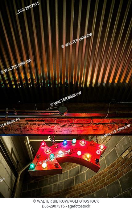 USA, New York, New York City, Lower Manhattan, Chelsea Market, lighted arrow