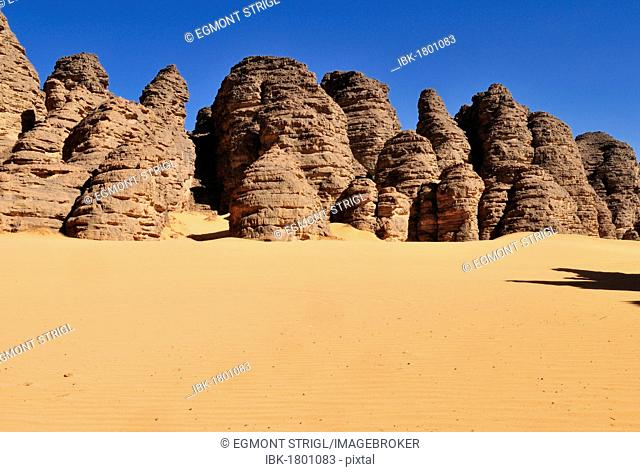 Sandstone rock formation at Tikobaouine, Tassili n'Ajjer National Park, Unesco World Heritage Site, Wilaya Illizi, Algeria, Sahara, North Africa
