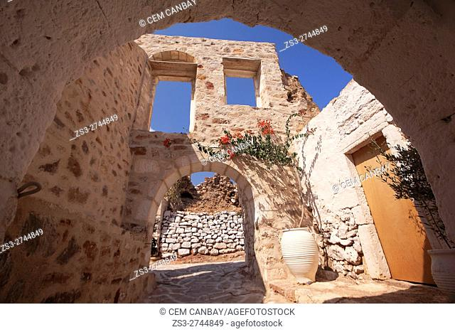 Arches of the passageway leading to the Kastro-Castle area in the old town Chora or Chorio, Kimolos, Cyclades Islands, Greek Islands, Greece, Europe