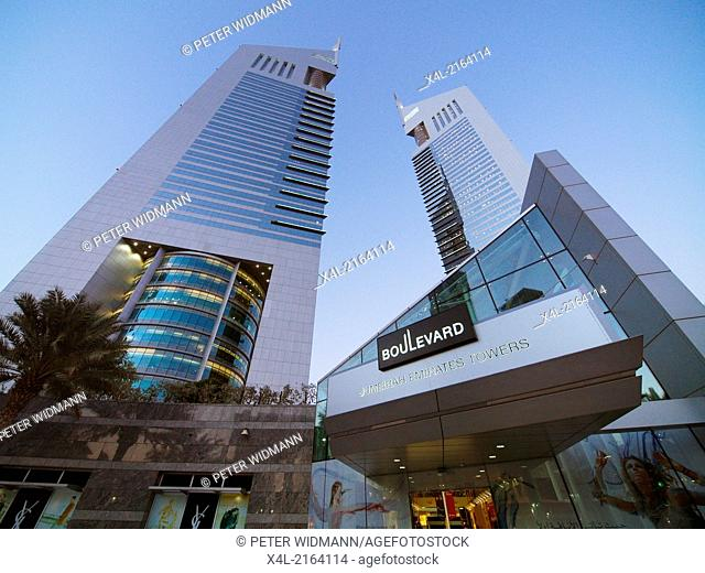 Dubai, Sheik Zayed Road, Moderne Skyline, Emirates Towers, United Arab Emirates