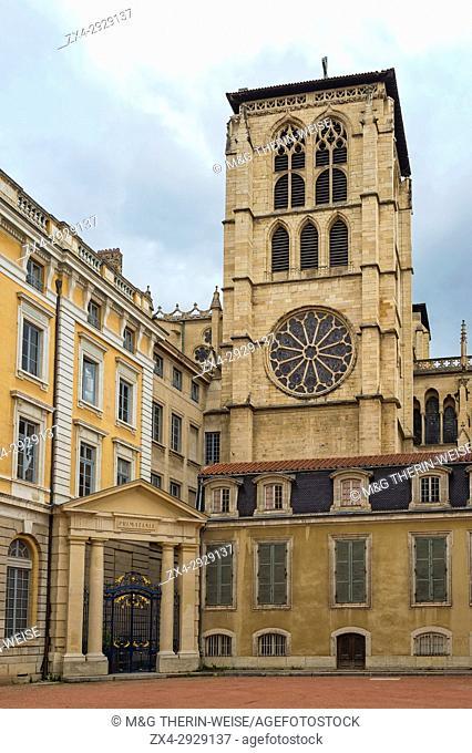 Saint Jean Cathedral and Palace courtyard, Lyon, Rhône Alpes, France