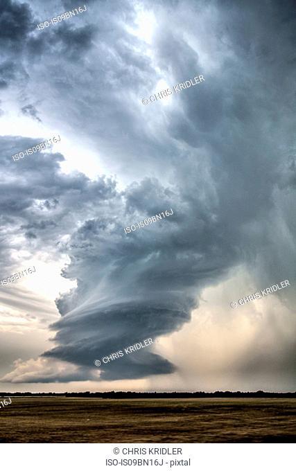 Low-precipitation supercell storm spins near Meno, Oklahoma
