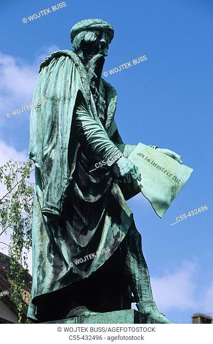 Gutenberg Statue, Gutenberg place. Strasbourg. Bas-Rhin. Alsace. France