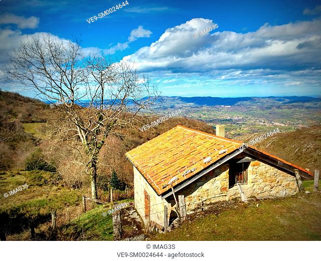 Cabin near Les Praeres, Sierra de Peñamayor, Nava, Asturias, Spain