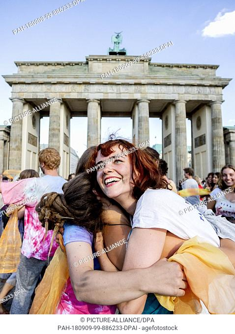 "09 September 2018, Germany, Berlin: Participants of the demonstration with art performance """"Aufstand der Jugend"""" dance in front of the Brandenburg Gate"