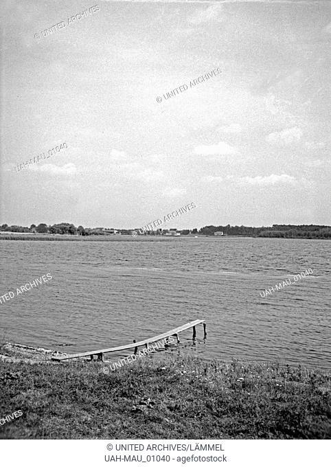 Am Krötensee in Masuren, Ostpreußen 1930er Jahre. At Kroetensee lake in Masuria, East Prussia, 1930s