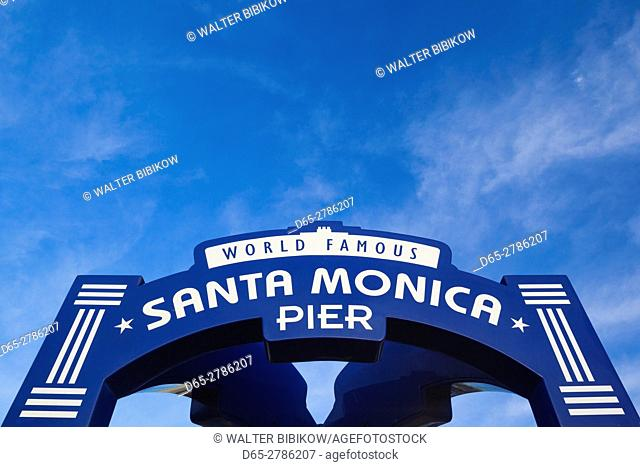 USA, California, Los Angeles-area, Santa Monica, Santa Monica Pier, sign