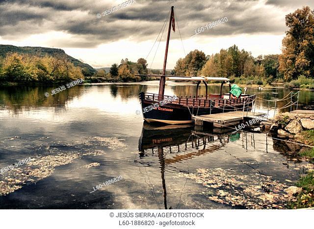 Boat in Beynac-et-Cazenac, Perigord noir, France