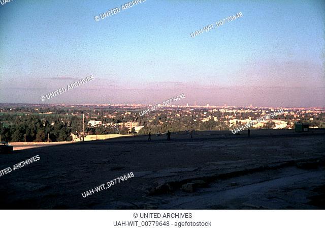 Im Schatten der Großen Pyramide von Gizeh bei Kairo., Sammlung Wittmann