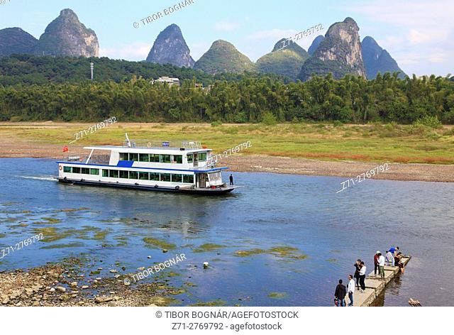 China, Guangxi, Yangshuo, Li River, boat, people, scenery,