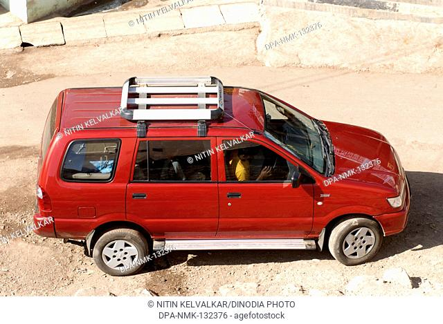 Chevrolet Tavera Car Stock Photos And Images Age Fotostock