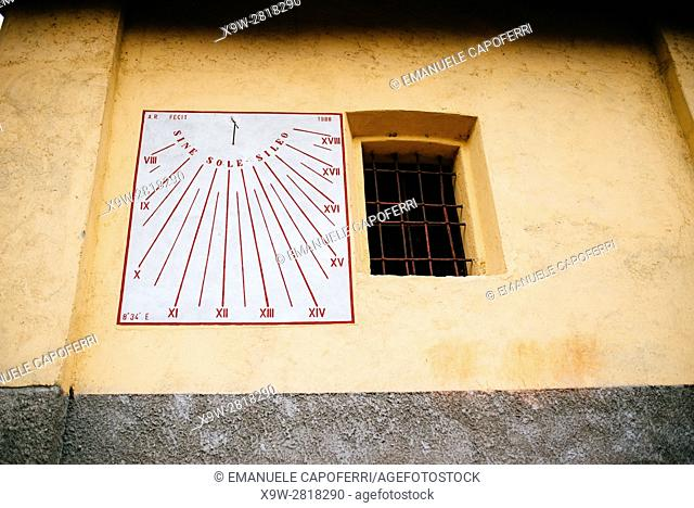 sundial painted on the wall