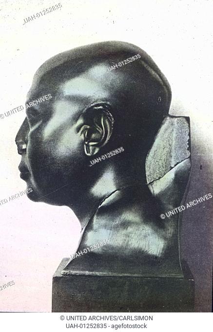 Ein Kopf eines Mannes aus dem 6. Jhdt., in grvºnem Schiefer ausgefvºhrt, mag den Beschluvü machen. Es ist schon ganz naturalistisch und sehr vollkommen nach dem...